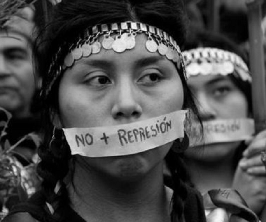 La imagen tiene un atributo ALT vacío; su nombre de archivo es mujer-mapuche.jpg